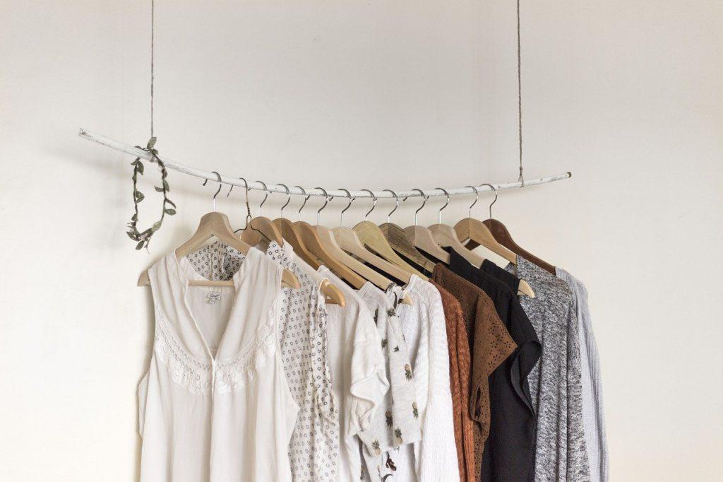 Hurtownia z sukienkami – do kogo kierowana jest oferta?